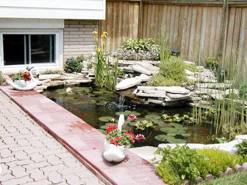 Cascate in pietra da giardino - Laghetti da giardino ...